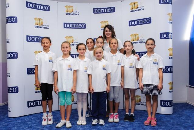 """Nadia Comaneci alaturi de bursierele """"10 pentru gimnastica"""""""