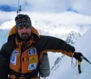Alex Gavan va escalada varful Lhotse