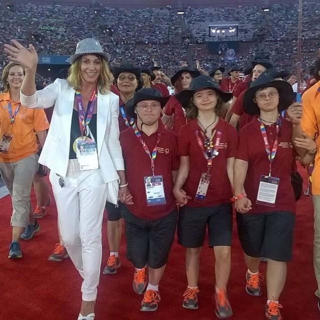 Nadia Comaneci a condus echipa Romaniei la deschiderea Special Olympics World Summer Games 2015