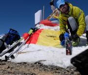 Premiera pentru Romania: Un salvamontist si un alpinist au urcat pe schiuri varful Muztagh Ata (7.546 m), din Tibet