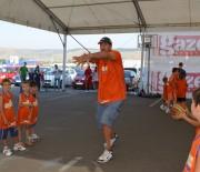 Ghita Muresan ii invata pe copii sa joace baschet - Sursa foto: ghitamuresan.ro