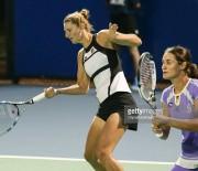 Perechea Irina Begu - Monica Niculescu, in semifinale la dublu la Moscova