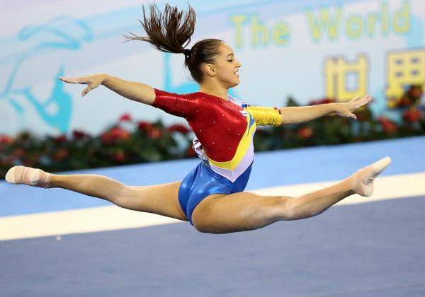 Larisa Iordache, liderul Romaniei in clasamentul la individual compus, din calificari, la Mondialele de gimnastica