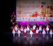 Feeria Cadourilor cu dansatorii si balerinele de la MiniMe