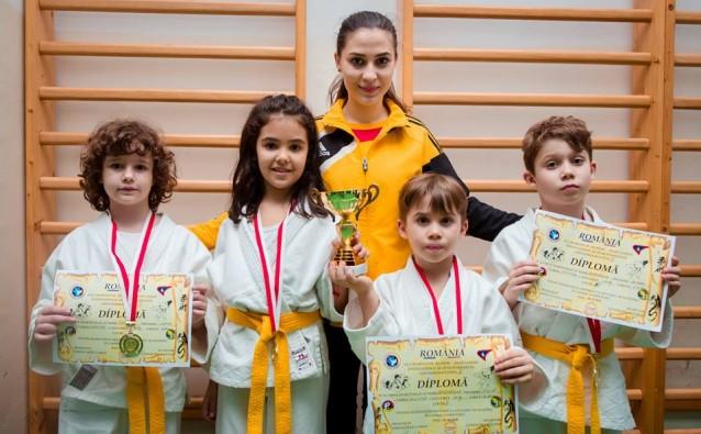 Fosti elevi MiniMe, medaliati la Cupa Kokusai Ju-Jitsu, reprezentand C.S. Invictus Bucuresti. Foto: Cornel Moros