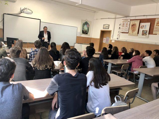 """Liceul Teoretic NICOLAE IORGA din BUCUREȘTI a găzduit prima întâlnire din cadrul proiectului """"Scrie istorie! Ro-mândria!"""""""