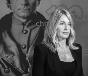 Viitorul privit prin lentilele trecutului 100 de chipuri româneşti într-un album de colecție